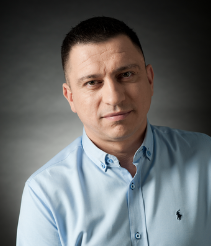 Zdjęcie portretowe Tomasza Sobocika